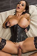 Домашний анальный секс со зрелой брюнеткой в эротическом наряде #3