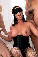 Групповой секс трех парней с элитной ненасытной брюнеткой #3