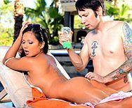 Анальный секс массажиста с молодой азиаткой на природе - 1