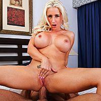 Горячий анальный секс с озорной пышной блондинкой