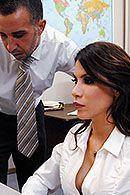 Секс в офисе с сексуальной путаной в чулках #5