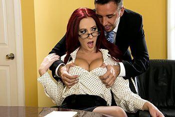 Смотреть горячий секс в офисе с горячей рыженькой партнершей