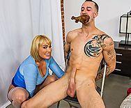 Смотреть жаркое порно с восхитительной блондинкой с короткими волосами - 1