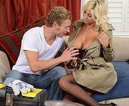 Анальный секс с длинноногой блондинкой в чулках - 1