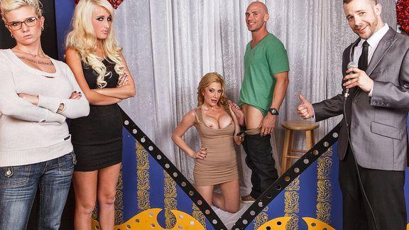 Смотреть трах в пизду блонды с огромными сиськами