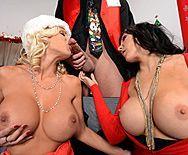 Групповое порно с красотками в униформе Санты - 2