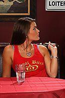 Смотреть порно в ресторане с привлекательной молодой шлюшкой #1