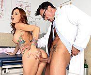 Порно гинеколога со стройной развратной пациенткой - 5