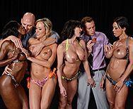 Групповое порно с четырьмя сексуальными красотками - 1