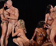 Групповое порно с четырьмя сексуальными красотками - 2