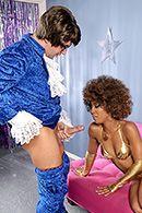 Смотреть межрасовый секс с молоденькой худой негритоской #2