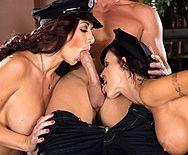 Смотреть групповой секс с красотками в полицейской униформе - 2