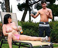 Смотреть порно любовника с брюнеткой с шикарной грудью - 1