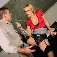 Страстный секс похотливой училки с преподом