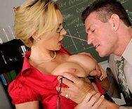 Страстный секс похотливой училки с преподом - 1