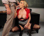 Страстный секс похотливой училки с преподом - 2