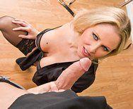 Порно взрослой блондинки с преподом на столе - 2