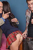 Порно сексуальной студентки в униформе с другом в общаге #2