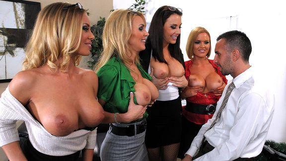 Смотреть групповое порно с четырьмя сексуальными красотками