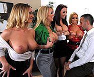 Смотреть групповое порно с четырьмя сексуальными красотками - 1