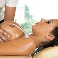 Смотреть секс привлекательной брюнетки с массажистом после релакса
