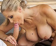 Порно тренера со зрелой блондинкой после тренировки - 2