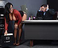 Вагинальный секс с пышной латинкой в офисе - 1