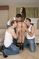 Групповое порно ненасытных парней с молоденькой шлюшкой #2