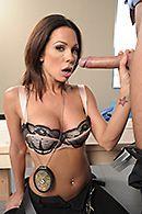 Крутой секс копа со стройной молодой брюнеткой на стройке #2