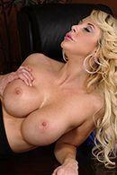 Сексретарша в чулках занимается сексом с лысым боссом на столе #3