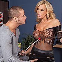 Смотреть жаркий секс студента с развратной зрелой училкой