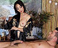 Межрасовый секс с молодой азиаткой массажисткой - 2