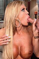 Смотреть порно зрелой сучки с молодым парнем #3