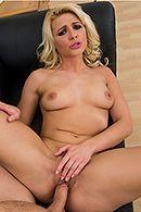 Сексуальная блондинка кончает со сквиртом после бурного секса #5