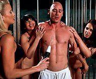 Смотреть порно заключенного с горячей медсестрой - 1