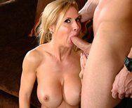 Порно с аппетитной зрелой мамашкой - 2
