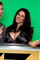 Горячее порно с сексуальной ведущей в чулках на студии #2