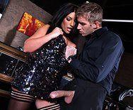 Секс делового парня с шикарной элитной пышногрудой проституткой - 1