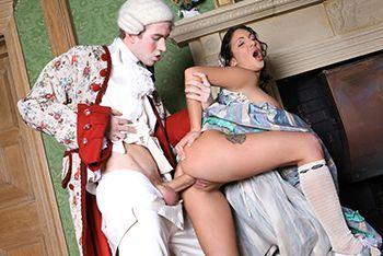 Порно принца с горячей брюнеткой в белых чулках