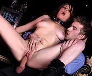 Смотреть секс на баре со жгучей брюнеткой - 3