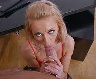Порно сексуальная секретарша в чулках кончает со сквиртом - 2