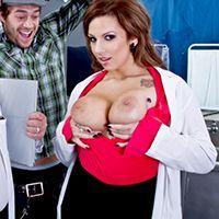 Смотреть жаркое порно с палате с медсестрой