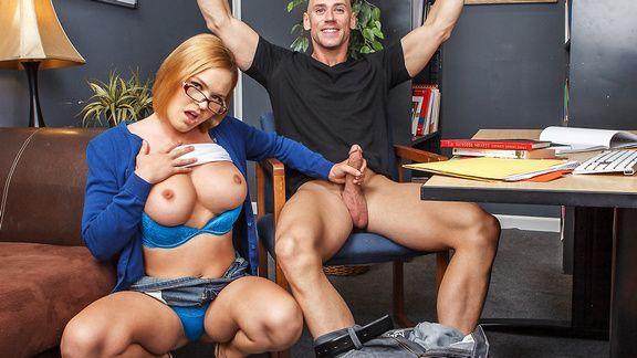 Порно сисястой школьницы с учителем в библиотеке