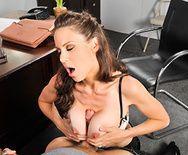 Смотреть порно студента с молодой стройной училкой с большими сиськами - 3