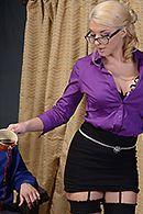 Анал босса с обаятельной блондинкой в чулках #2