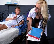 Смотреть порно пациента с развратной выразительной блондинкой медсестрой в палате - 1
