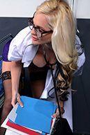 Порно пациента со зрелой докторшей в палате #2