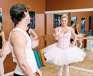 Анальный секс школьница с сексуальной балериной - 1