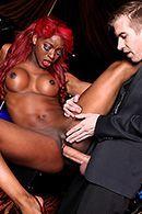 Межрасовый секс в клубе с выразительной рыжей негритоской #5