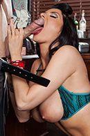 Горячее порно лысого с выразительной брюнеткой в чулках #3